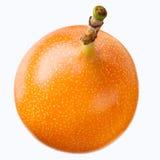 Granadilla. Fruta de la pasión aislada en blanco Foto de archivo