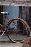 Granai e bici arrugginiti Fotografia Stock Libera da Diritti