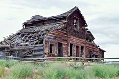 Granaio abbandonato decomposto, Osooyoos, Columbia Britannica, Canada Fotografie Stock