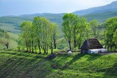 Granaio abbandonato, nelle montagne Immagine Stock Libera da Diritti