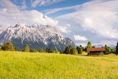 Granaio alpino nella catena montuosa di Karwendel Fotografie Stock