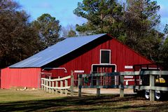 Granaio d'annata rosso che coltiva agricoltura Fotografia Stock Libera da Diritti