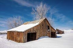 Granaio degli agricoltori coperto di neve Fotografie Stock Libere da Diritti