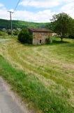 Granaio di pietra antico nel campo, a sud della Francia Fotografia Stock