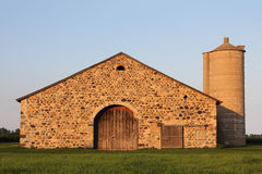 Granaio di pietra - retro costruzione rurale Immagini Stock