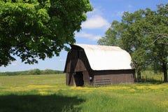 Granaio di Rusitic nel Tennessee rurale Immagini Stock Libere da Diritti