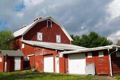 Granaio e garage rossi Fotografia Stock Libera da Diritti