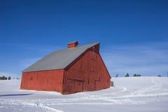 Granaio nell'inverno Fotografia Stock Libera da Diritti