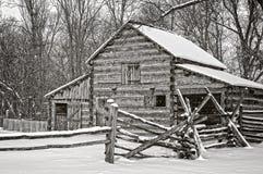 Granaio nell'inverno Immagine Stock