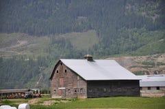 Granaio nella valle Fotografie Stock Libere da Diritti