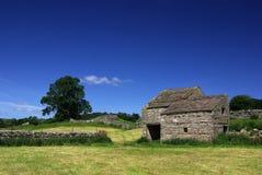 Granaio nelle vallate di Yorkshire, Inghilterra immagine stock libera da diritti