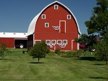 Granaio rosso in America rurale Immagini Stock Libere da Diritti