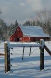 Granaio rosso in neve Fotografie Stock