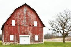 Granaio rosso rustico fotografie stock libere da diritti