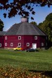 Granaio storico - automobili d'annata - il Vermont fotografia stock