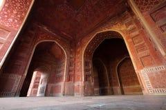 Granangular de las mezquitas de Taj Mahal en Agra la India Imágenes de archivo libres de regalías