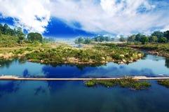 Granangular de un río imagen de archivo libre de regalías