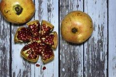 Granatäpple en mycket saftig och utsökt frukt royaltyfri fotografi