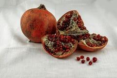 Granatäpple och granatäpplefrö Royaltyfri Bild