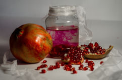 Granatäpplecoctail, fröjd, drink Arkivfoton