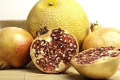 Granatäpplen med melon Arkivfoto