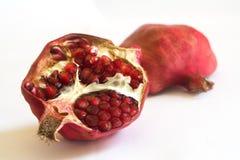 Granatapfel auf einem weißen Hintergrund Stockfoto
