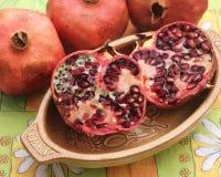 Granatapfel in einer Schüssel Lizenzfreies Stockbild