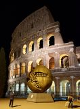 Granatapfel und das Colosseum Stockfoto