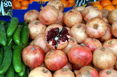 Granatapfel und Granatapfelsamen Stockfotografie