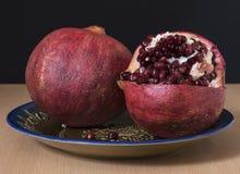 Granatapfelfrüchte mit reifen Samen Lizenzfreies Stockfoto