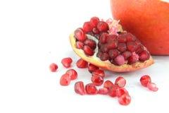 Granatapfelfrucht auf weißem Hintergrundausschnitt Lizenzfreie Stockbilder