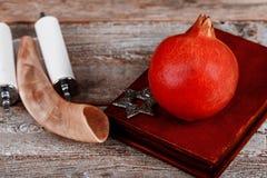 Granatapfelfrucht bereit zum j?dischen neuen Jahr, torah Rosh Hashanah stockfoto