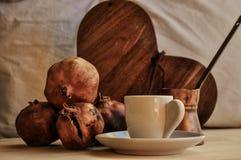 Granatapfelfrucht und -kaffee Lizenzfreies Stockbild