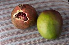 Granate und Mango Stockfotos