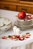 Granato fresco sui piatti Fotografie Stock