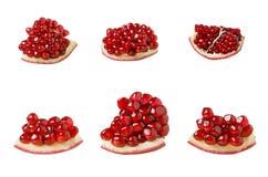 Granatowa owocowy plasterek ustawia odosobnionego na białym tle, czerwona granatowiec braja z adra fotografia stock