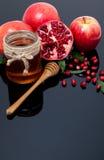 Granatowiec, jabłko i miód dla tradycyjnych wakacyjnych symboli/lów Ros, fotografia royalty free