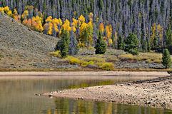 Granby jezioro w jesieni, Kolorado fotografia royalty free