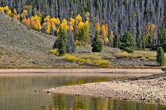 Granby See im Herbst, Colorado lizenzfreie stockfotografie