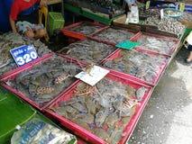 Granchi ad un mercato dei frutti di mare Immagini Stock Libere da Diritti