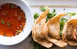 Granchio Rangoons con Chili Sauce tailandese fotografia stock
