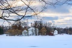 Grand étang congelé en parc de Catherine chez Tsarskoe Selo en hiver pushkin St Petersburg Russie image libre de droits