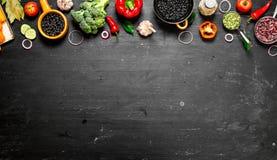 Grand aliment biologique d'ensemble Légumes crus frais photos libres de droits