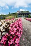 Grand-angulaire superbe du parc public près du monastère photographie stock libre de droits