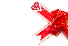 Grand arc rouge et chiffre en bois rouge de coeur d'isolement sur le fond blanc Jour du ` s de St Valentine Images libres de droits