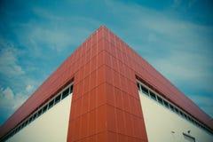Grand bâtiment moderne de fabrication ou d'entrepôt image stock