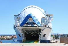 Grand bac dans le port de Zadar photos stock