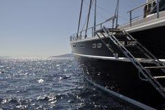 Grand bateau à voiles noir Images libres de droits