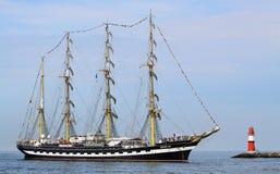 Grand bateau de navigation traditionnel 01 Images stock