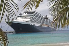 Grand beau bateau de croisière photographie stock